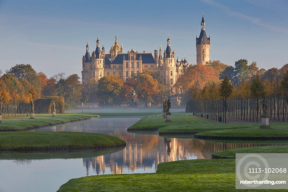 Castle gardens, Schwerin castle, Schwerin, Mecklenburg Vorpommern, Germany