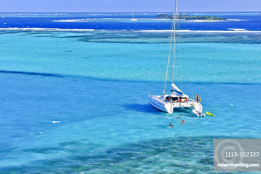 view from Jamesby island to sailing ships, catamaran and swimming tourists, sea, Horseshoe Reef, Tobago Cays, St. Vincent, Saint Vincent and the Grenadines, Lesser Antilles, West Indies, Windward Islands, Antilles, Caribbean, Central America
