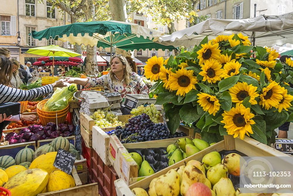 Sunfowers and fruits on the market, Market Place Richelme, Aix en Provence, Bouche du Rhone, Cote d'Azur, France