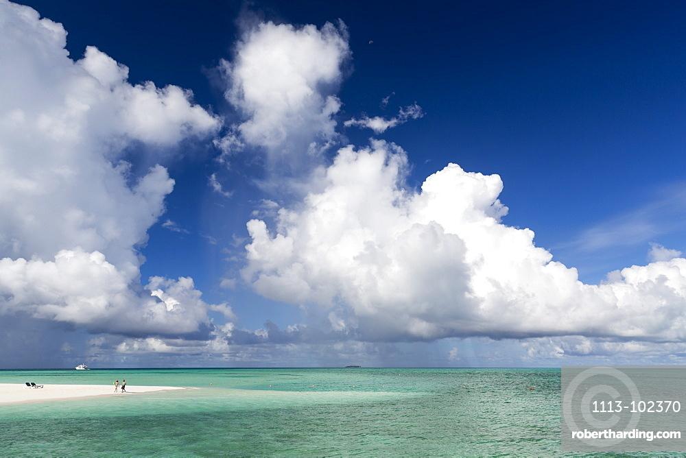 Beach walk at Meeru Island Resort, Meerufenfushi, North-Male-Atoll, Maldives