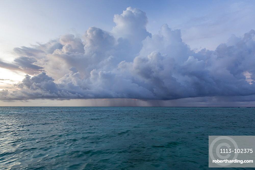 Rain cloud at Meeru Island Resort, Meerufenfushi, North-Male-Atoll, Maldives