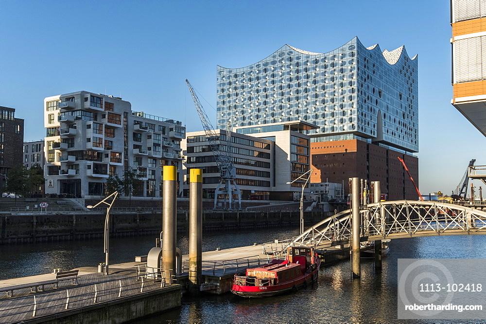 Hamburgs new Elbphilharmonie and the hafencity at Sandtorkai, modern architecture in Hamburg, Hamburg, north Germany, Germany