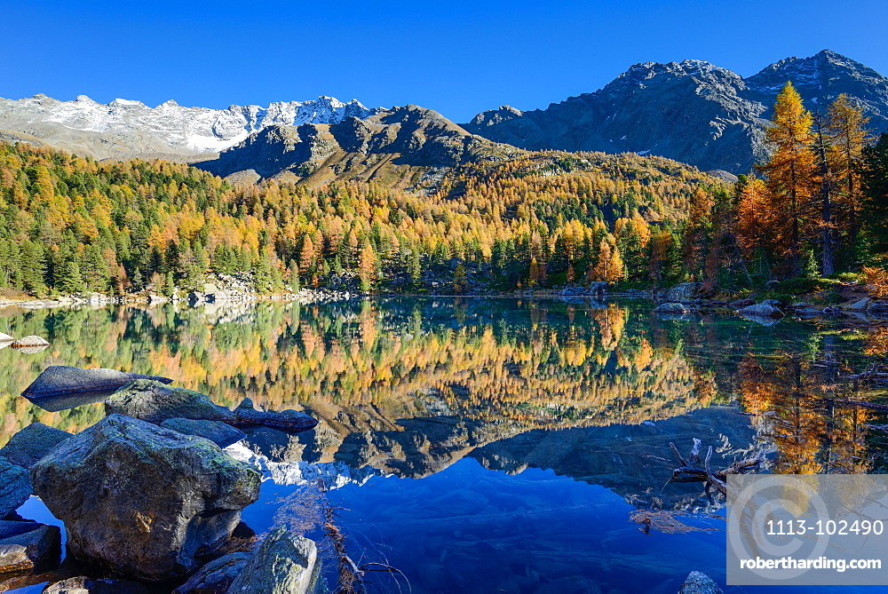 Lake Saoseo (2028 m) with Scima di Saoseo (3264 m), Cima da Rugiul (2987 m) and Piz dal Teo (3049 m), Valposchiavo, Grisons, Switzerland