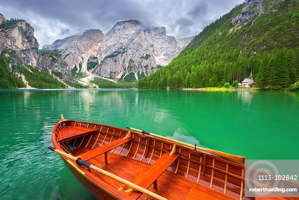 Boat, Lago Di Braies, Lago Di Braies, Seekofel, Dolomites, Alps, Italy, Europe