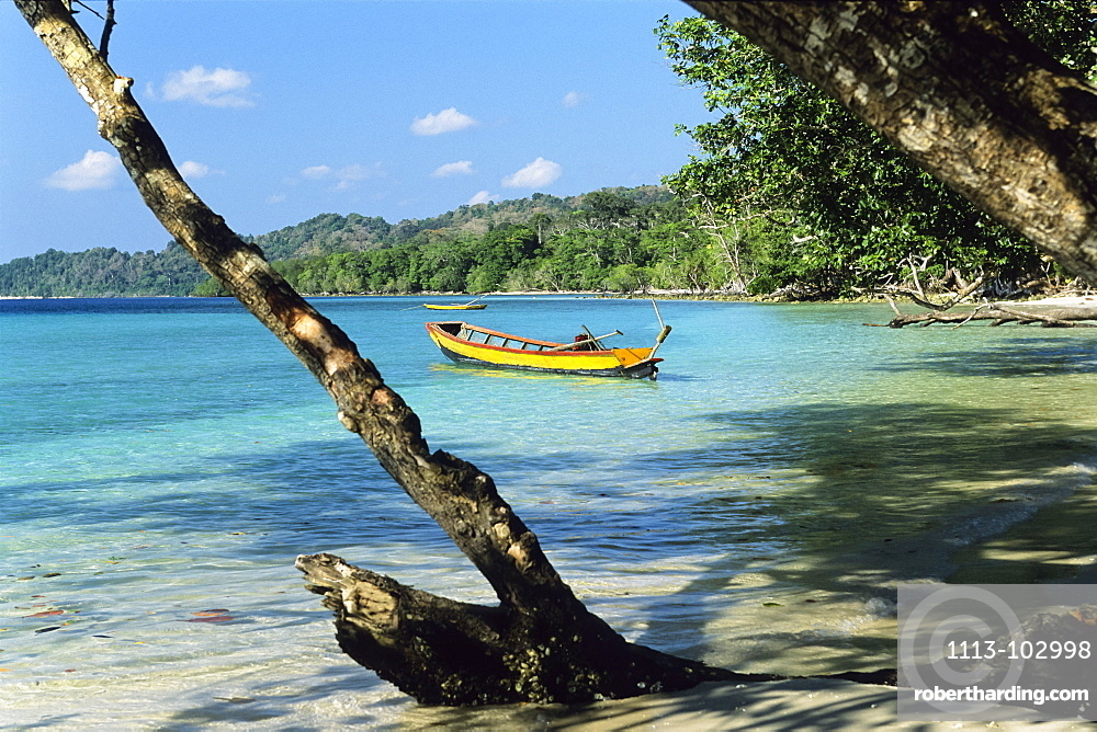 Rainforest meets beach, Elephant Beach with boats, Havelock Island, Andaman Islands, India