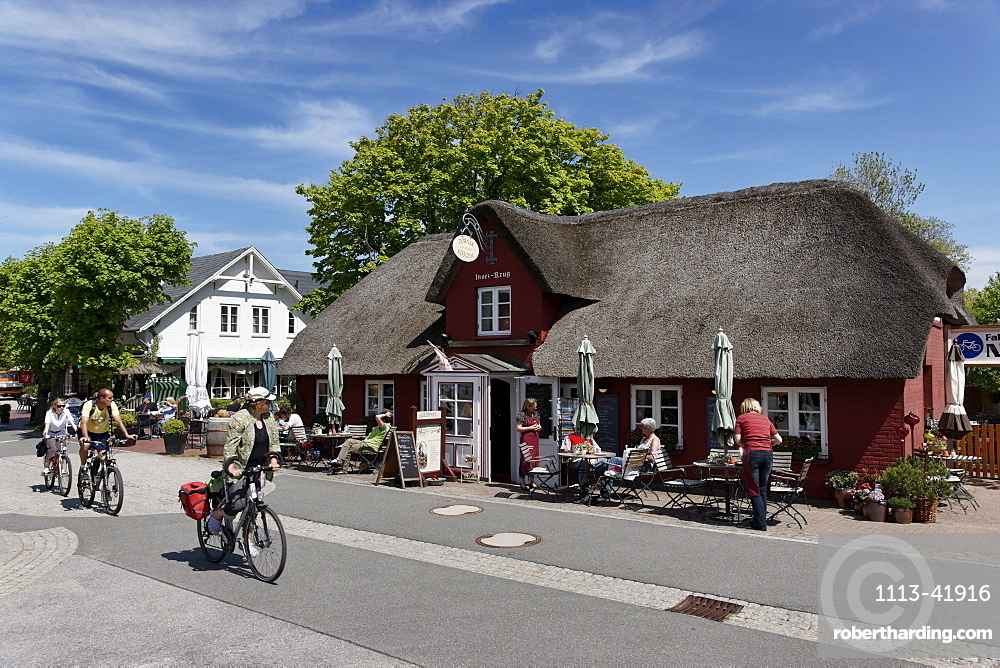 Small cafe with thatched roof, Nebel, North Sea Island Amrum, Schleswig-Holstein, Germany