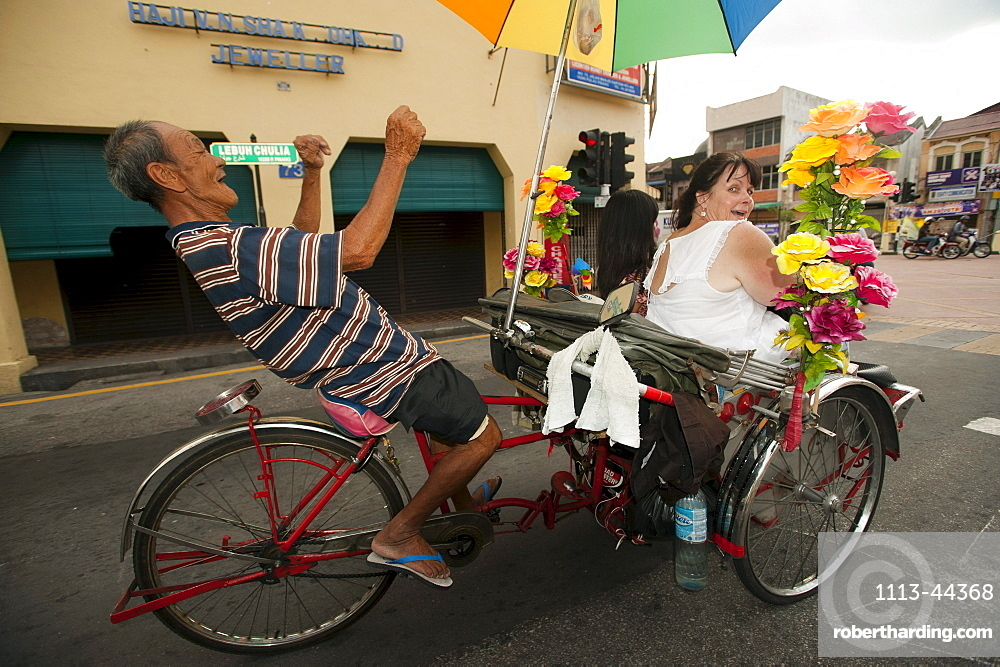 Dancing trishaw driver, Georgetown, Penang, Malaysia, Asia
