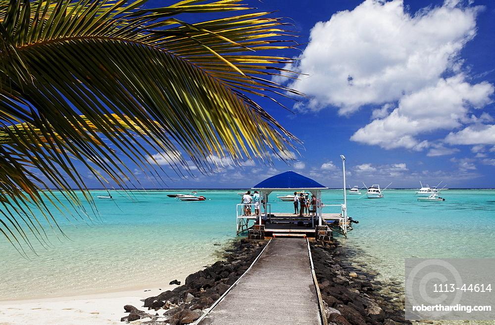 Boardwalk in the sunlight, Beachcomber Hotel Paradis & Golf Club, Mauritius, Africa