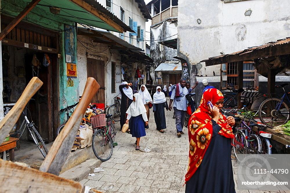 Muslim women at Darajani Market, Stonetown, Zanzibar City, Zanzibar, Tanzania, Africa