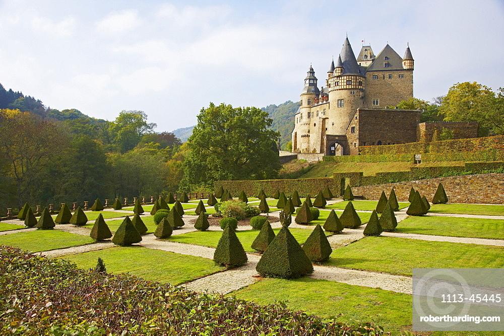 Schloss Buerresheim, Baroque garden, Mayen, Vulkaneifel, Eifel, Rhineland-Palatinate, Germany, Europe