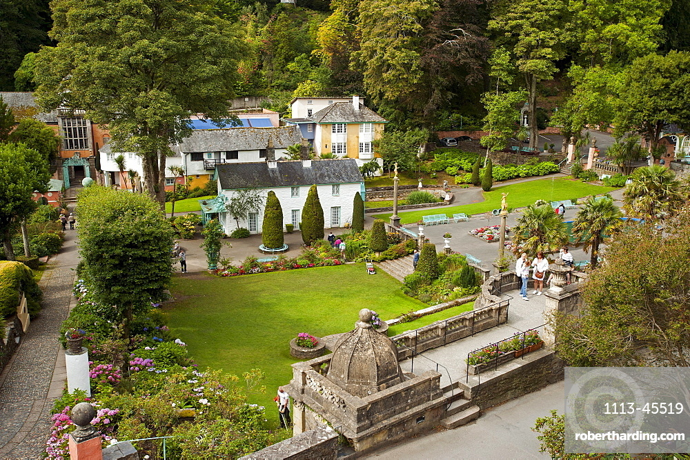 Botanical gardens in village of Portmeirion, founded by Welsh architekt Sir Clough Williams-Ellis in 1926, Portmeirion, Wales, UK