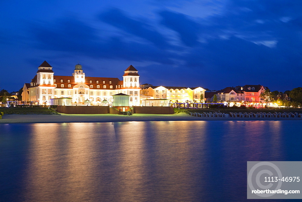 View over the beach towards the Spa Hotel in the evening, Binz seaside resort, Ruegen island, Baltic Sea, Mecklenburg-West Pomerania, Germany