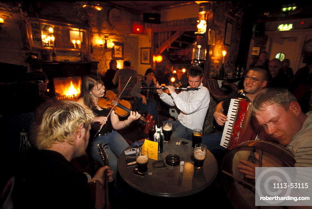 Musicians playing traditional music at The Bullman Pub, County West Cork, Ireland, Europe