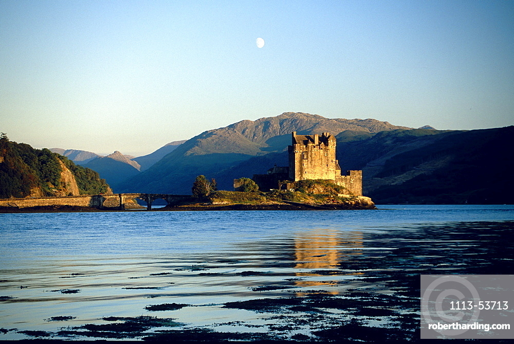 Eilean Donan Castle at Loch Duich at sunrise, Ross and Cromarty, Highlands, Scotland, Great Britain, Europe