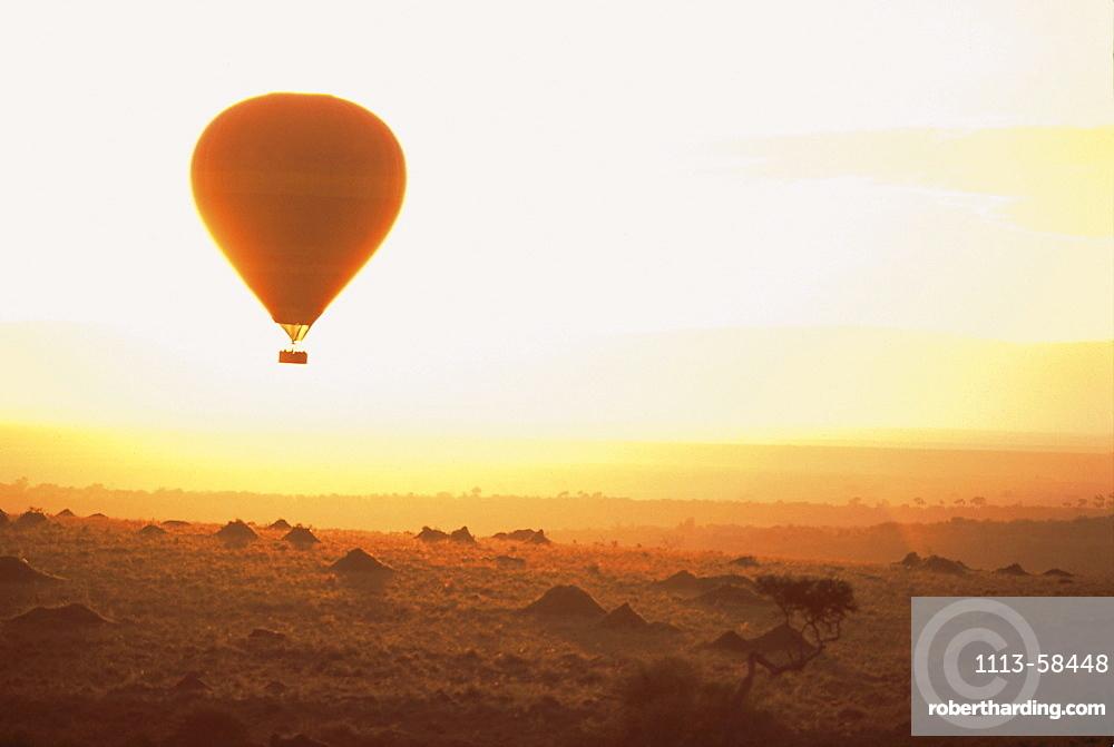 Hot air balloon above Masai Mara National Reserve at sunset, Kenia, Africa