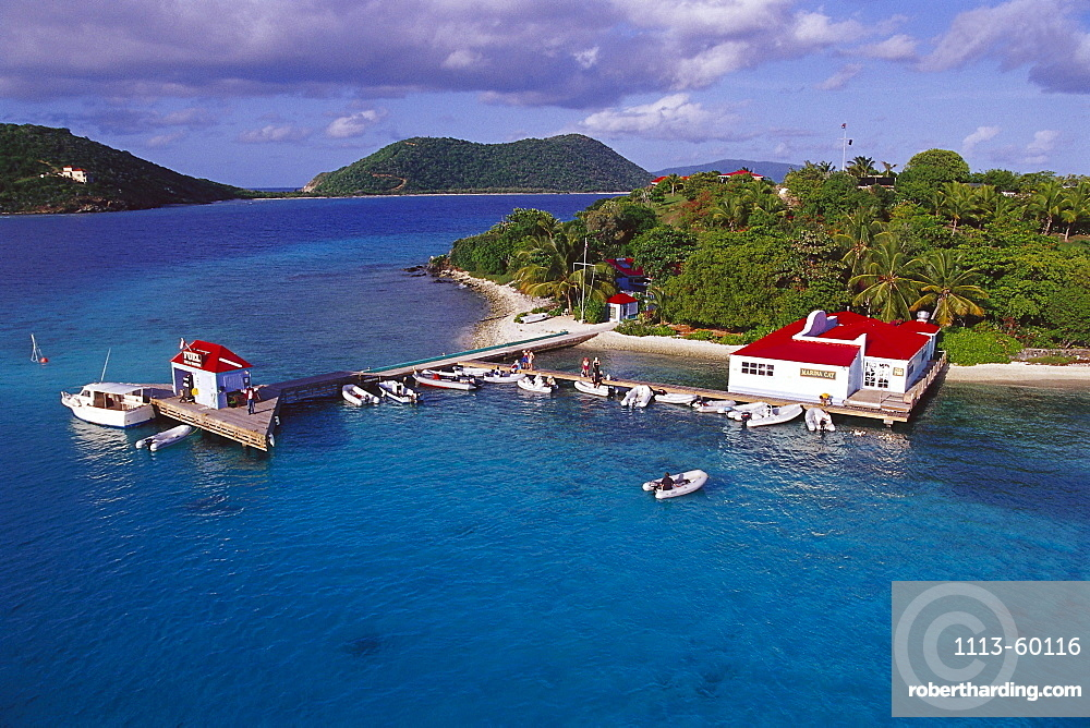 Boats at a jetty in front of little island, Marina Cay, British Virgin Islands, Caribbean, America