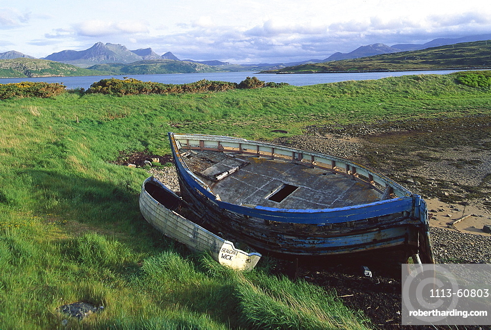 Boat at the beach, Kyle of Tongue, Loch Hope, Sutherland, Highland Scotland, Scotland, Great Britain