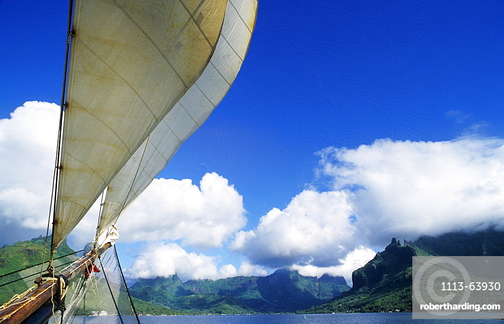 Sailing into Cooks Bay, Moorea, French Polynesia, South Pacific, PR