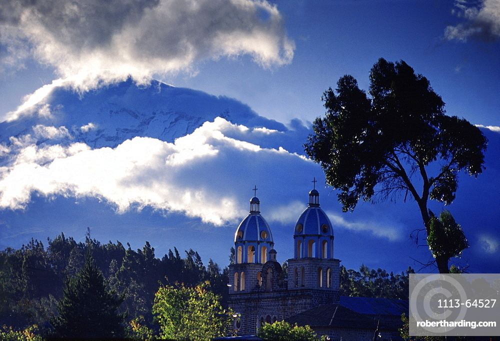 Chimborazo volcano near Riobamba, Riobamba, Ecuador, South America, America