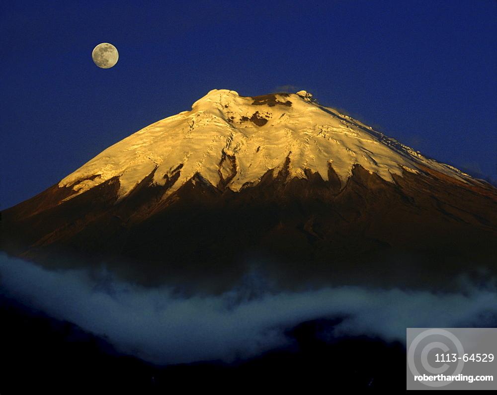 Cotopaxi volcano at night, Ecuador, South America, America