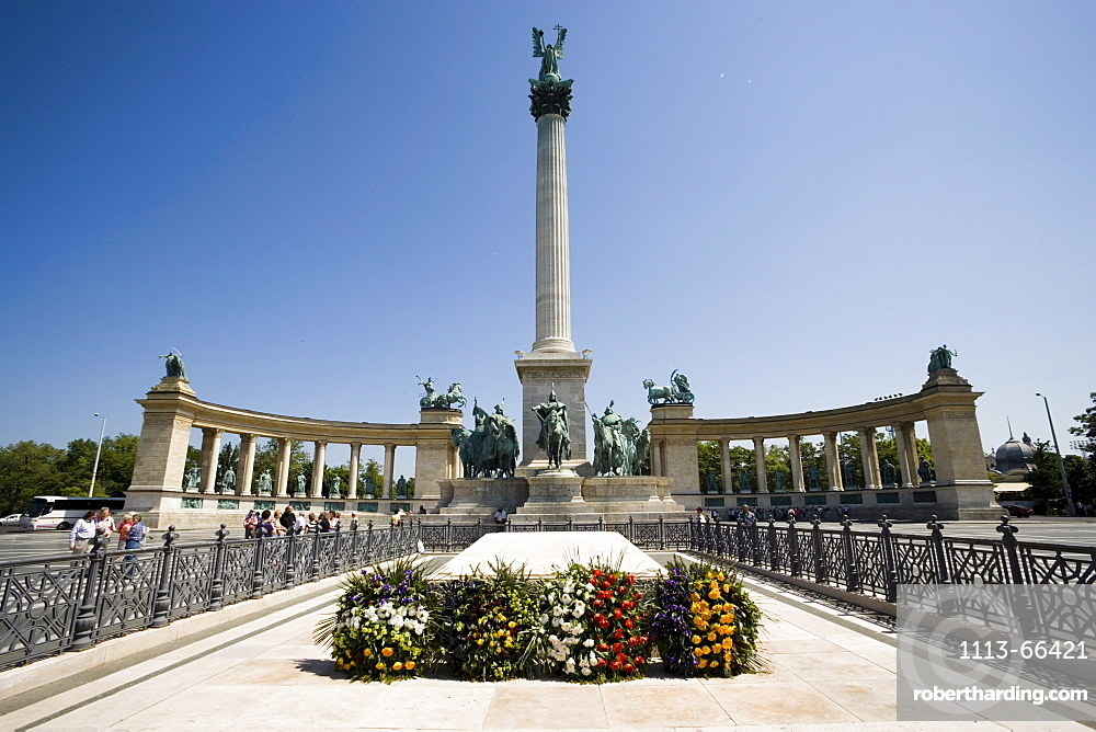 Millenary Monument at Heroes' Square, Wreathes at the Tomb of the Unknown Soldier in front of Millenary Monument at Heroes' Square, Pest, Budapest, Hungary