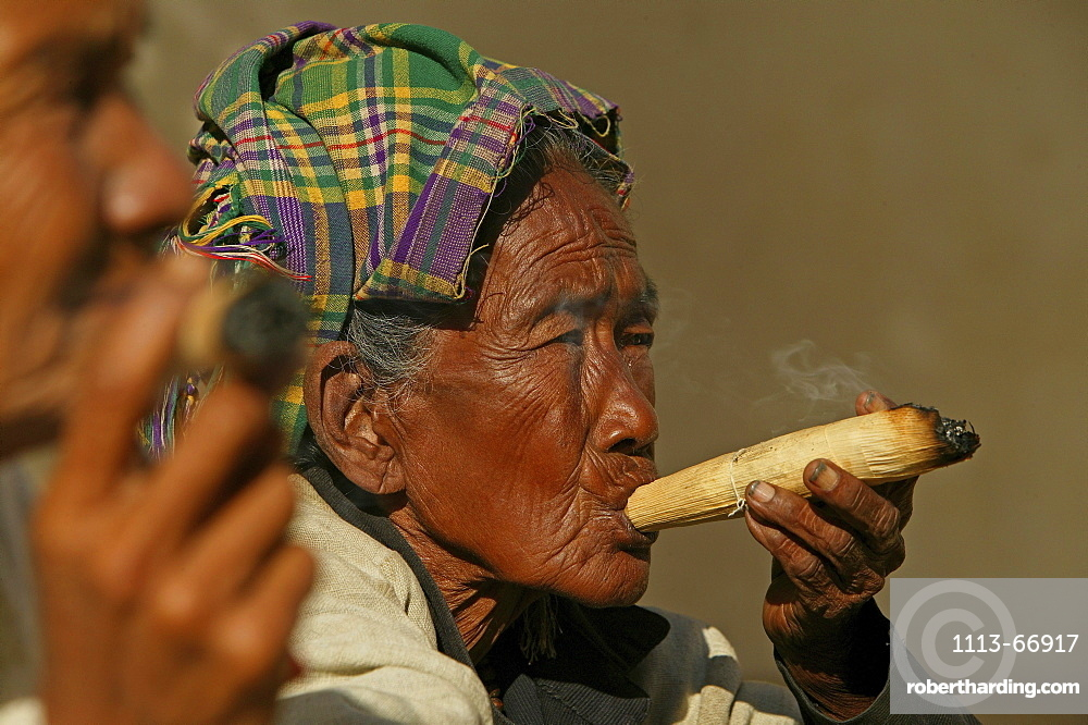 Portrait of old ladie smoking cheroot, Burma, Myanmar, Asia00057472