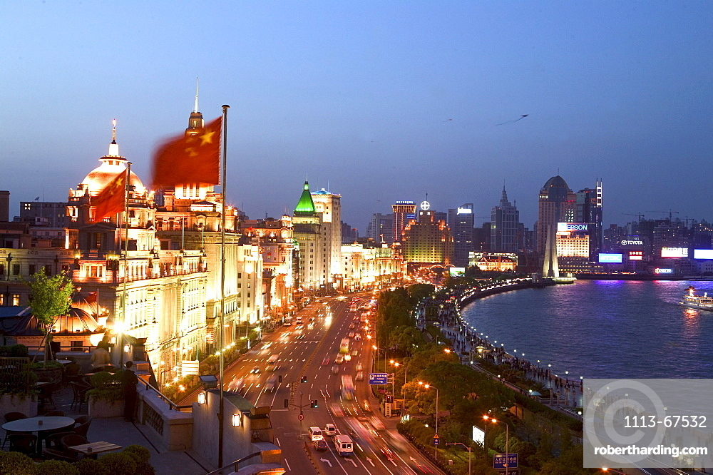 Bund, Huangpu River at night, View from roof terrace, Three on the Bund, national flag, landmark, aus: