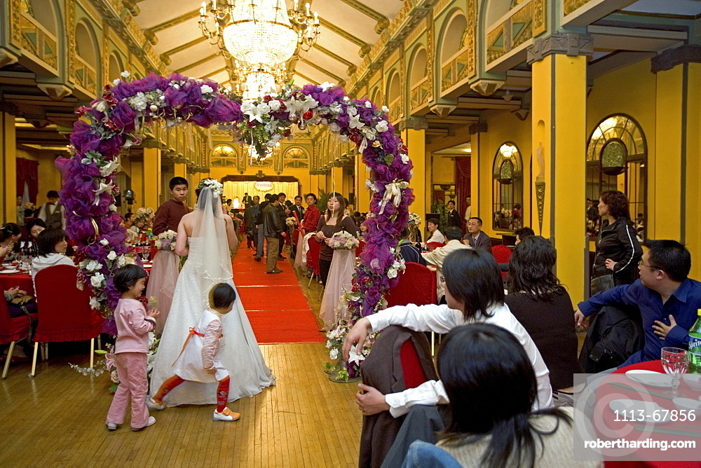 Wedding party in Peace Hotel, White wedding, Peace Hall, interior, bride with kids, banquet