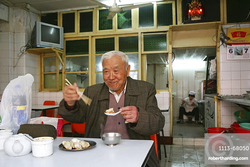 elderly man, dumpling restaurant, Hongkou, Shanghai