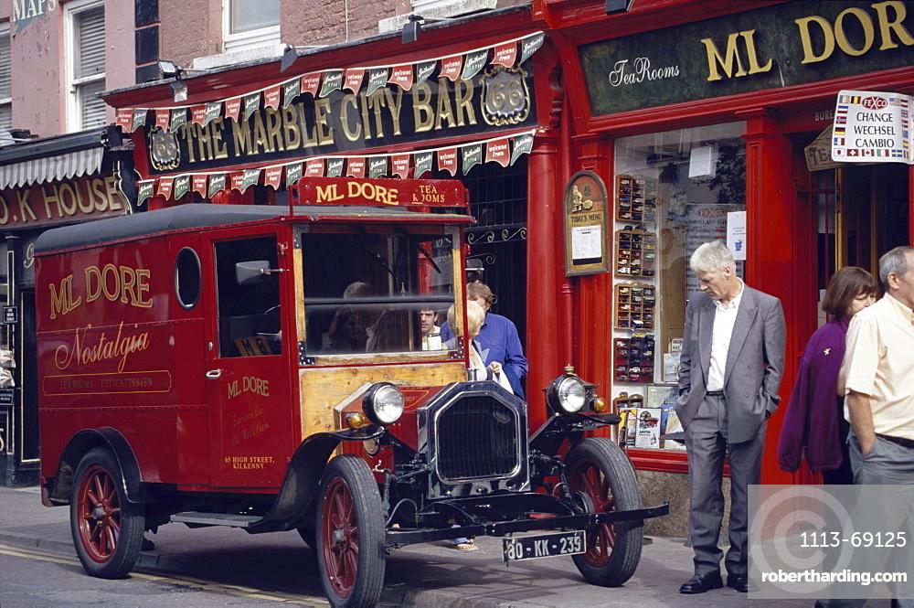 Oldtimer in front of Ml Dore shop on Parliament Street, Kilkenny, County Kilkenny, Ireland00058542