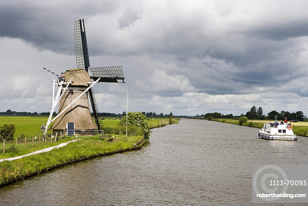Windmill & Crown Blue Line Houseboat, Scharsterbrug, Frisian Lake District, Netherlands