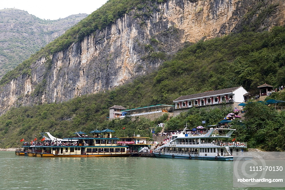 Tourist Boats in Dragon Gate Gorge, Daning River Lesser Gorges, near Wushan, China