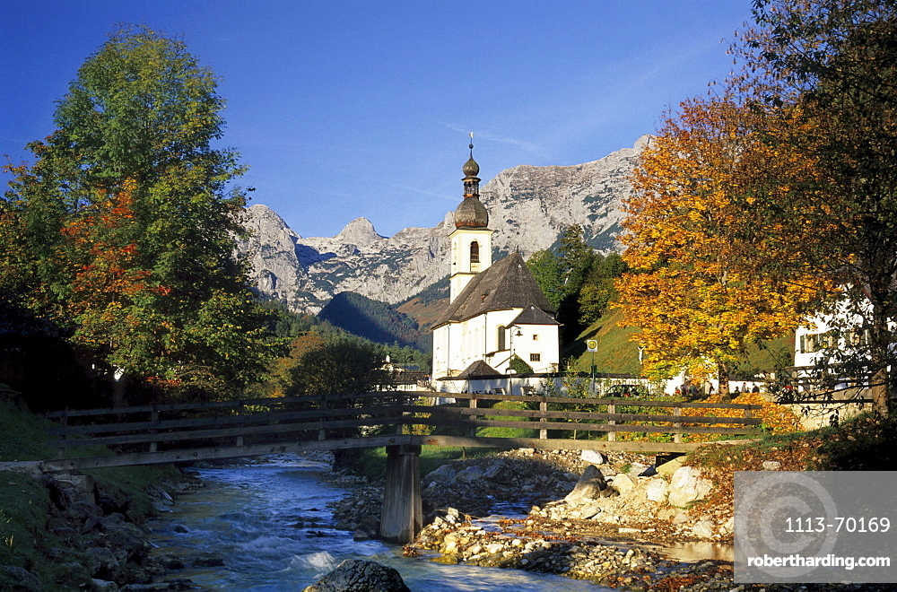Church in Ramsau with autumn colours and view to Reiteralm, Berchtesgaden range, Upper Bavaria, Bavaria, Germany