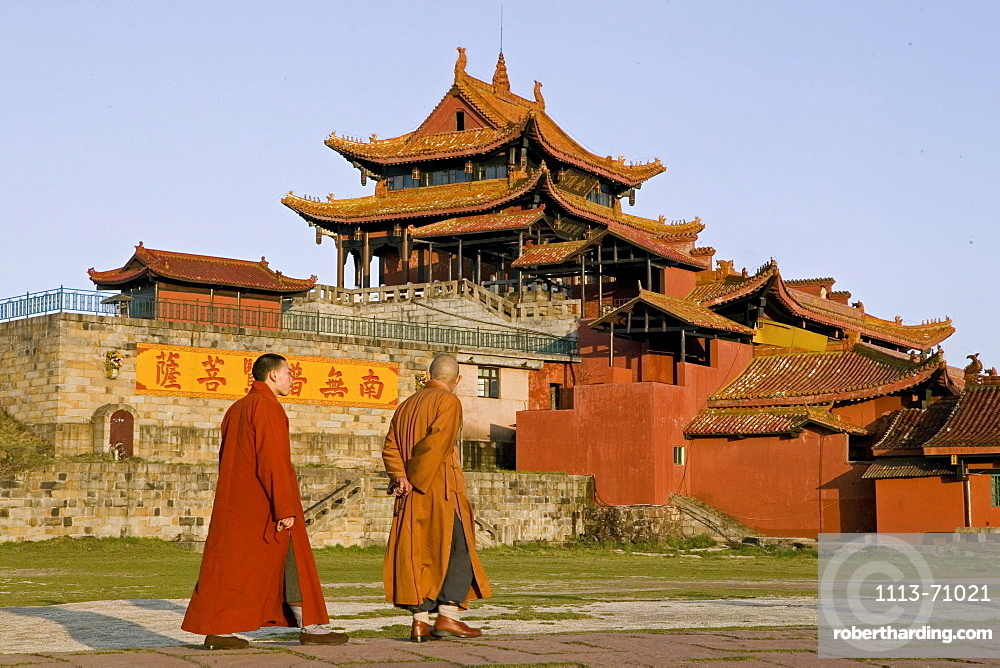 monks in front of Huazong Monastery, 3077 metre altitude, Golden Summit, summit of Emei Shan mountains, World Heritage Site, UNESCO, China, Asia
