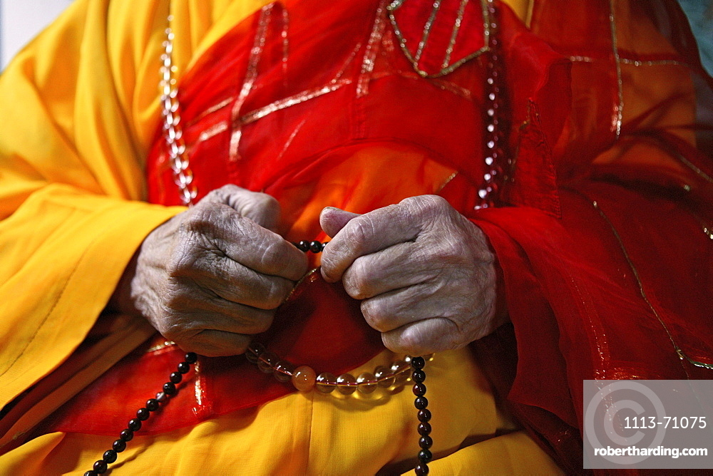 The abbot's hands holding prayer beads, Baotan Si monastery, Nantai, Heng Shan South, Hunan province, China, Asia