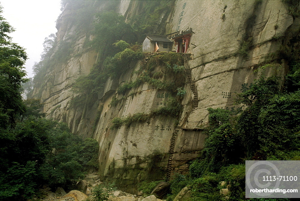 Hermitage, little house at a rock face, Hua Shan, Shaanxi province, China, Asia