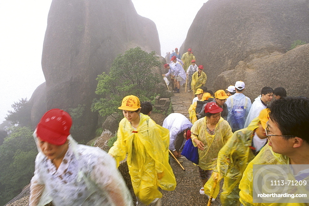Tourist group, yellow coats, view from peak, Huang Shan, Anhui province, World Heritage, UNESCO, China, Asia