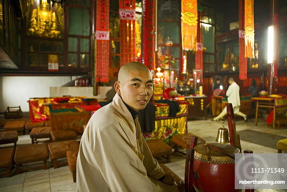 A young monk at the main temple of the Longevity monastery, Jiuhua Shan, Anhui province, China, Asia