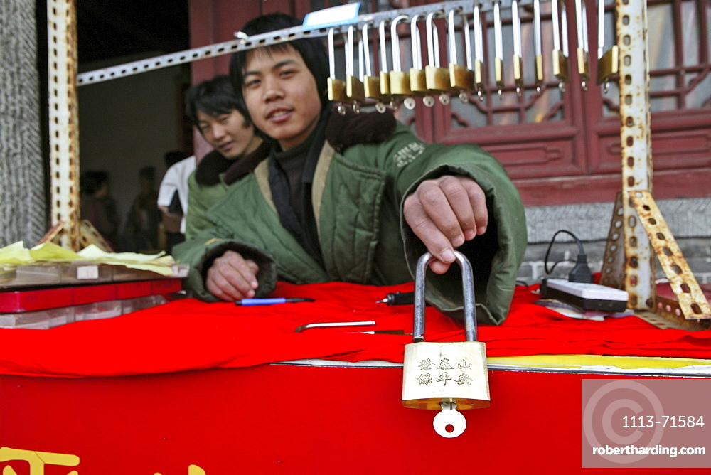 lucky locks, seller, Tai Shan, Shandong province, Taishan, Mount Tai, World Heritage, UNESCO, China, Asia