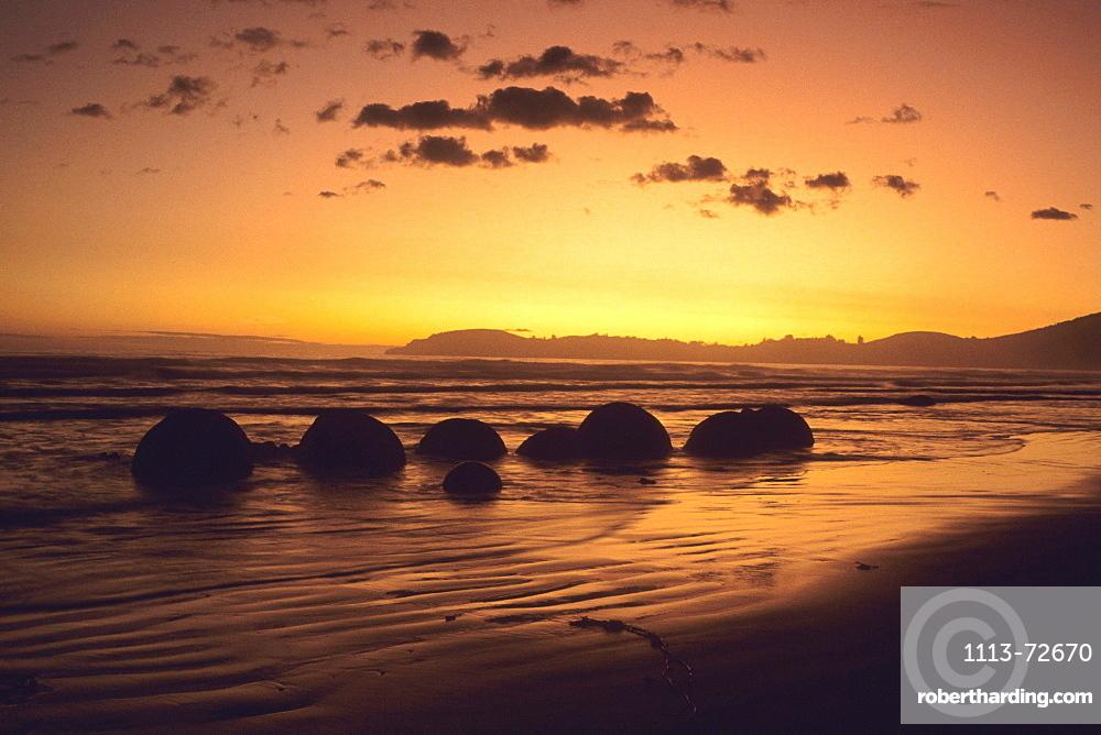Moeraki Boulders at Dawn, Moeraki, Otago, South Island, New Zealand