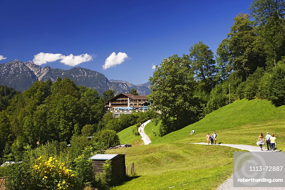 Hikers, Graseck near Garmisch, Upper Bavaria, Bavaria, Germany