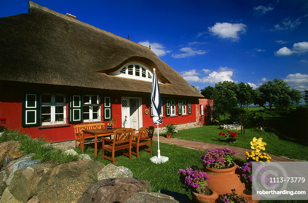 House with Reetdach, Ahrenshoop, Fischland, Mecklenburg-Western Pomerania, Germany