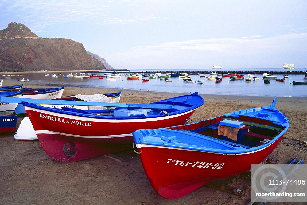 Fishing boats on the beach, man-made Playa de las Teresitas, near village of San AndrÈs, Tenerife, Canary Islands, Atlantic Ocean, Spain