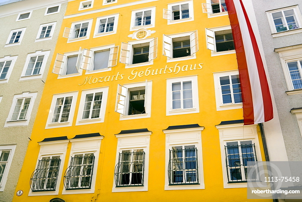 Mozart's birthplace in the Getreidegasse, Wolfgang Amadeus Mozart was born here on January 27, 1756, today the rooms once occupied by the Mozart family house a museum, Salzburg, Salzburg, Austria, Since 1996 historic centre of the city part of the UNESCO World Heritage Site