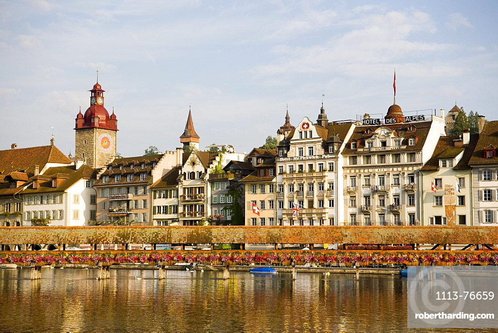 View over river Reuss with Kapellbruecke (chapel bridge, oldest covered bridge of Europe) to houses at Rathausquai, Lucerne, Canton Lucerne, Switzerland
