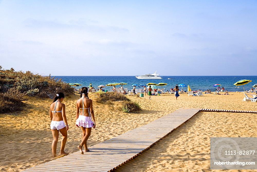 People at the beach in the sunlight, Ramla Bay, Gozo, Malta, Europe