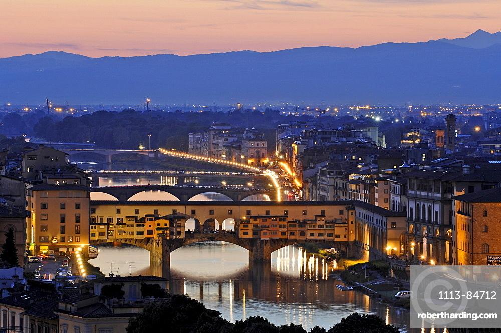 Italien, Toskana, Florenz, Ãœbersicht mit Arno und Ponte Vecchio
