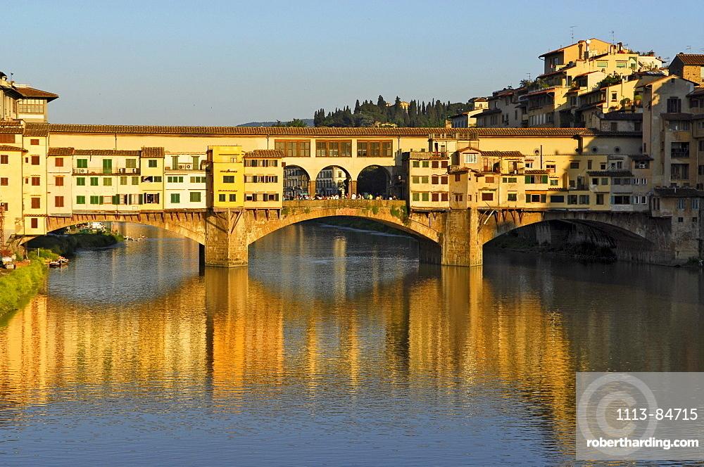 Italien, Toskana, Florenz, Arno und Ponte Vecchio