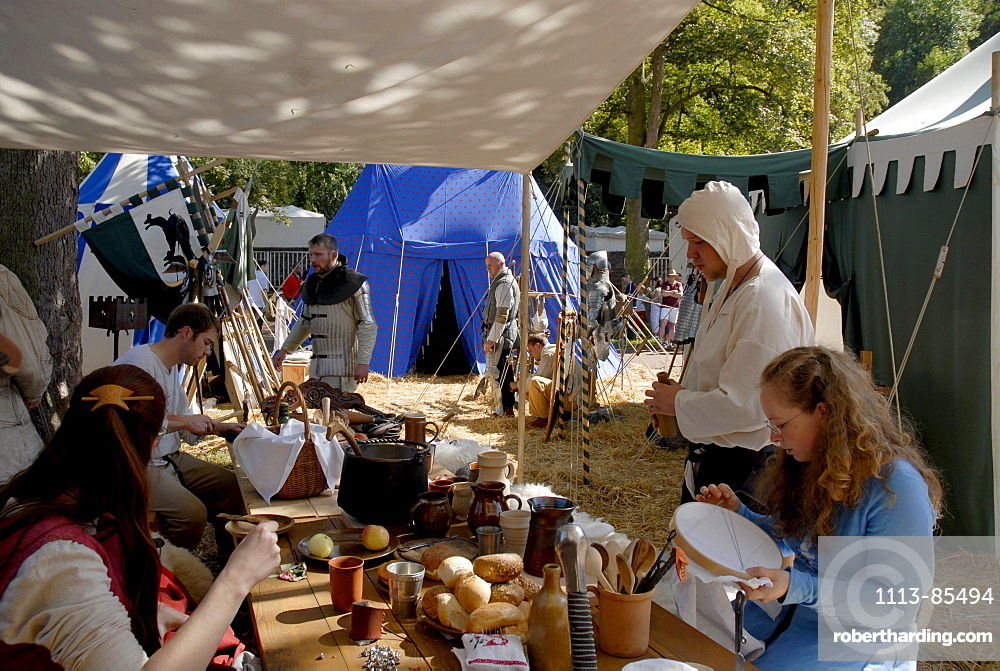 Knights and women at a medieval festival, Luther fair, Eisenach, Thuringia, Germany