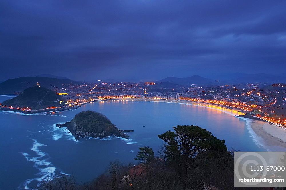The bay of La Concha in the early evening, San Sebastian, Donostia, Euskadi, Pais Vasco, Spain